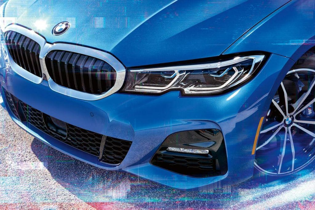 "The optional Adaptive BMW Laserlight illuminates up to 530m. You'll find blue accents and the lettering ""BMW Laser"" in the headlight."
