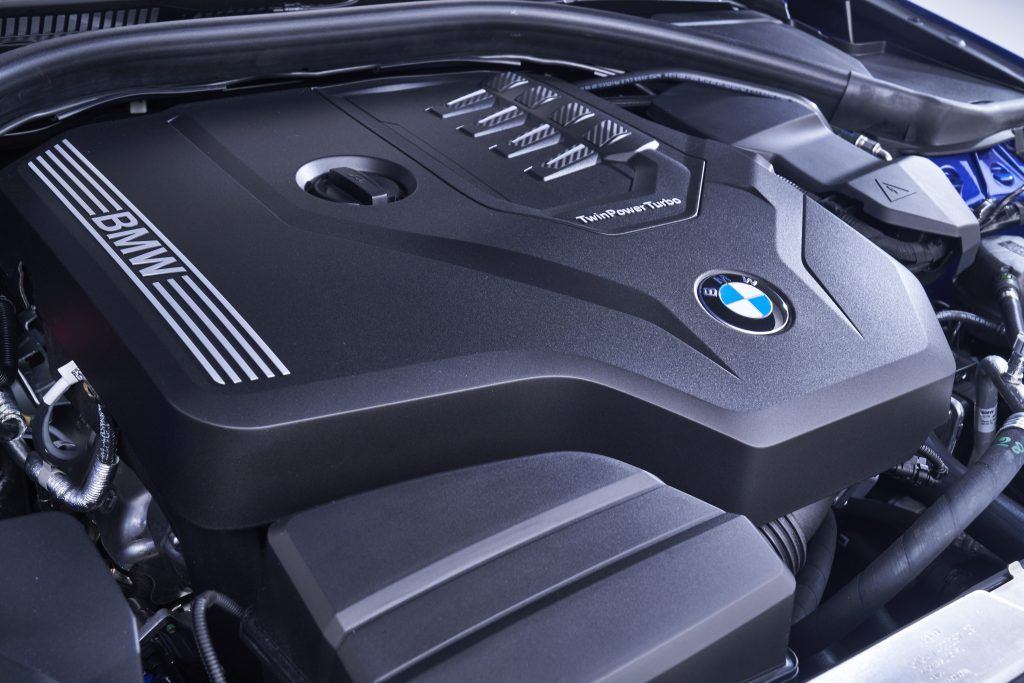 The new generation BMW TwinPower Turbo 2.0-litre 4-cylinder petrol engine guarantees maximum driving pleasure, while also being fuel efficient and low in emissions.