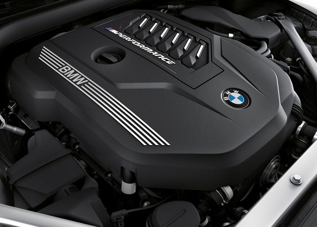 In 4.5 adrenalin-charged seconds, the 382 hp of the M TwinPower Turbo 6-cylinder petrol engine in the M40i variant accelerate the BMW Z4 Roadster from 0 to 100 km/h. There is no sportier way of achieving that feeling of perfect freedom.